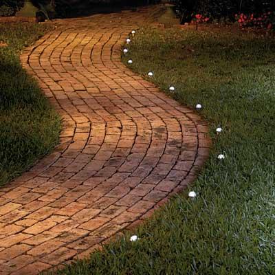 para espacios chicos como patios y terrazas y entradas puede ir muy bien un farol de varias cabezas puede ir muy bien en entradas patios y terrazas para